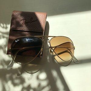 Foldable brown Ray Ban aviators